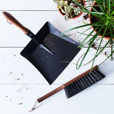 Vintage-Inspired French Exterior Brush & Dustpan Set