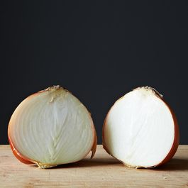55970311-a85e-47b0-bf63-059f174b8d01--2013-1223_pantry-items_onion-015