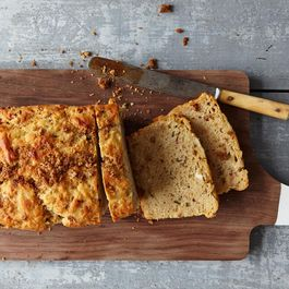 3e0a8aa9-ba28-4b5d-9a11-97ca3d46742a.2014_1203_bacon-chedder-beer-bread_5242