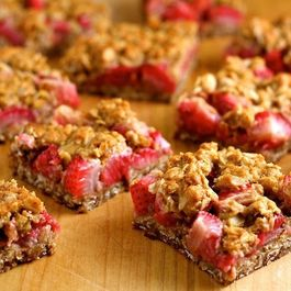 A7dde1ff 2242 44a9 8af5 d8553058a6d0  strawberry crumble bars