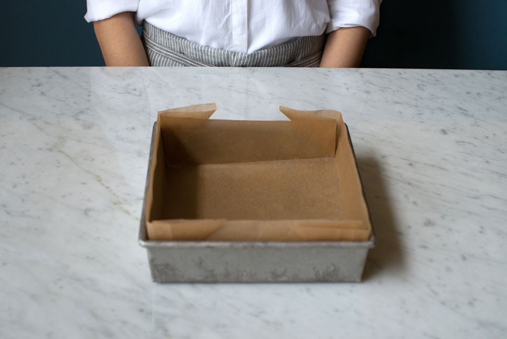 Line Cake Pan With Parchment