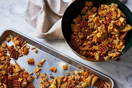 The Highly Addictive Snack Mix That Disappears from Every Party Spread