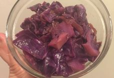 braised cabbage with apples and onions