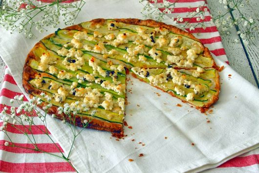 Zucchini puff pastry tart with cottage cheese