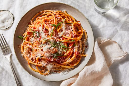 This 15-Minute Tomato Sauce Is My Weeknight Secret Weapon
