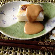Maple Kinako on Grilled Mochi (Japanese Rice Cakes with Maple Kinako Syrup)