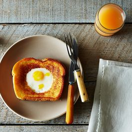 120e6b74 625f 44ef 9136 b19d1b477d0f  2014 0923 grilled cheese egg in a hole 020