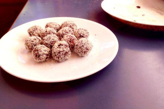Chunky Vegan Choc & Date Balls