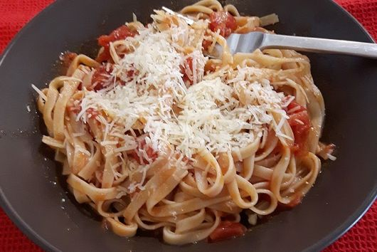 Tomato Sauce with Garlic and Lemon