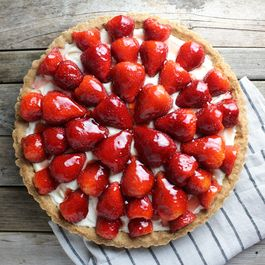 03046c57 0c88 4d95 bcba 649915843e3a  resized strawberry mascarpone tart w napkin wide ot
