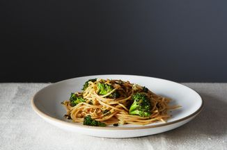 71f24aac 274a 46c6 b3ae cdd10e5286da  2014 0311 cp broccoli aglio olio gremolata breadcrumbs 013