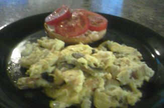 72c502a1 eb4c 48f8 9884 55d894833743  mushroomie scrambled eggs and cream cheese and tomato bagel