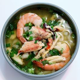 Banh canh cua (Vietnamese noodle with crab soup)