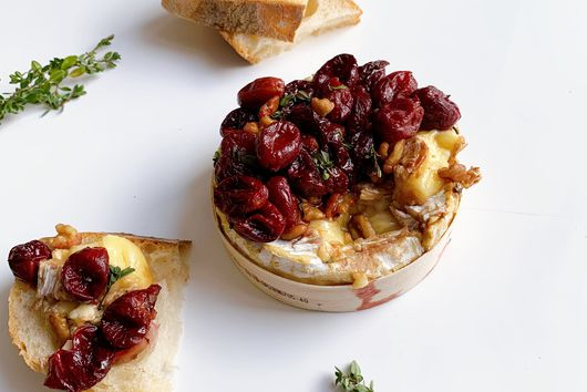Baked Camembert With Balsamic-Roasted Grapes
