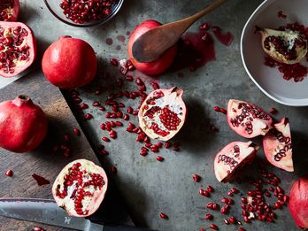 A Pomegranate Seeding Technique You Have to Try to Believe