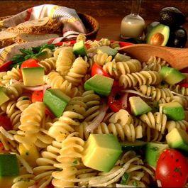 Bbd24855 6b17 4283 97af bcab88332299  avocado pasta salad 2