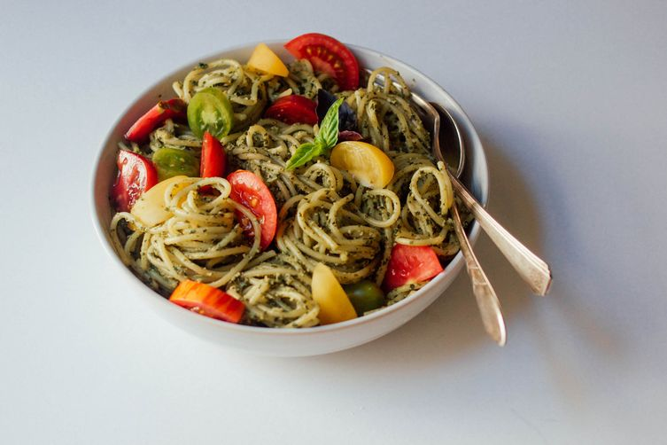 Creamy Pesto Pasta with Fresh Tomatoes