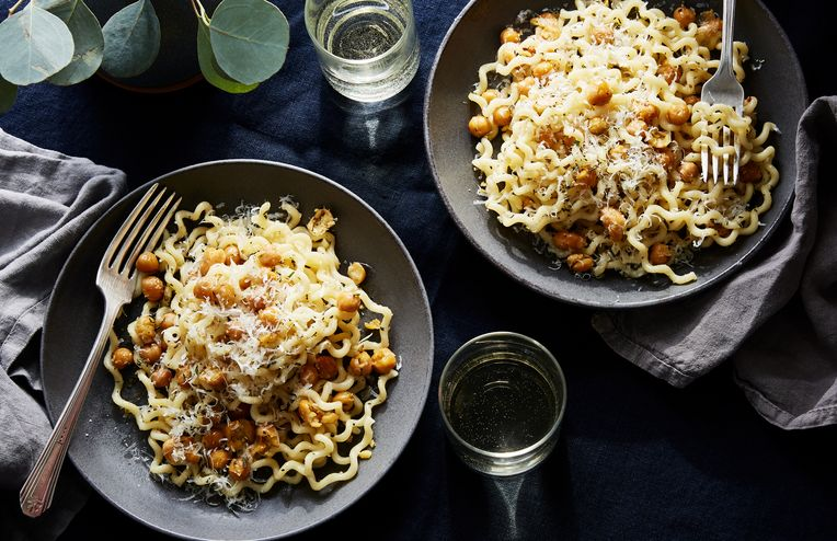 An 11-Minute Pasta for When Your Cupboard Is Bare & You Have No Time to Spare