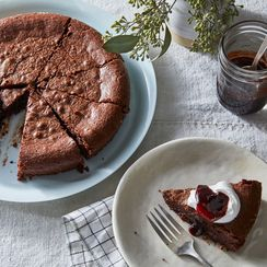 The Fudgiest Chocolate Cake Needs Just 5 Ingredients & 20 Minutes