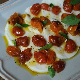 92c28fdf-9e7c-44ef-a0ca-c0d04f3c4305.mozz_and_roasted_tomatoes