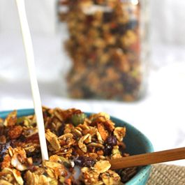 A3b9db5d-c606-49b4-ade0-479c1c5926dd.granola_with_milk_2