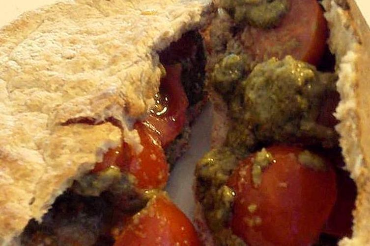 Wholegrain Pitta with Tomatoes and Pesto