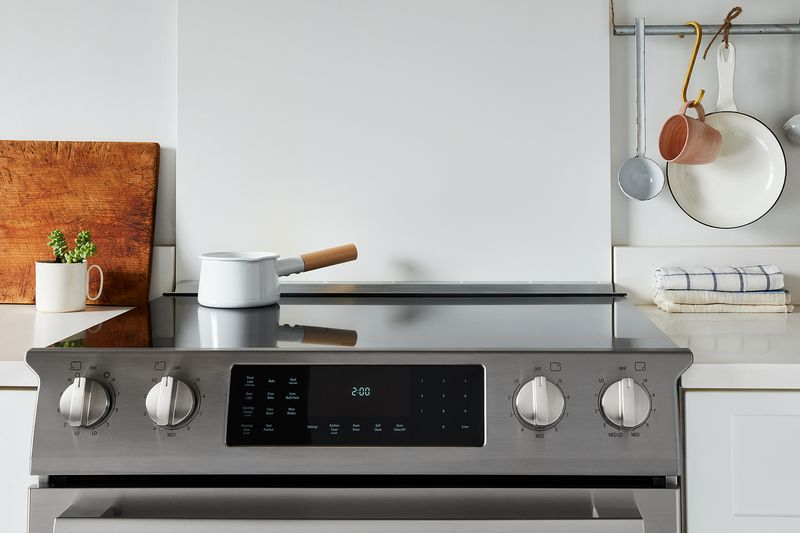 A modern stovetop (like Bosch's electric range) keeps kitchen zen front and center.