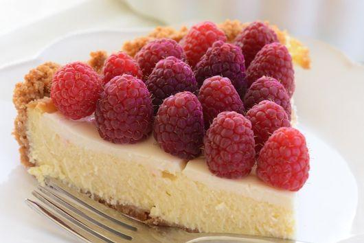 Mamma Linda's Cheesecake with Fresh Raspberries