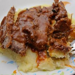 marinated sliced lamb with sauce