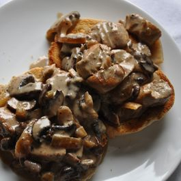 8d219b46-ebad-449b-b480-06b972c27f35.chicken_with_mushroom_sauce_on_toast_food52