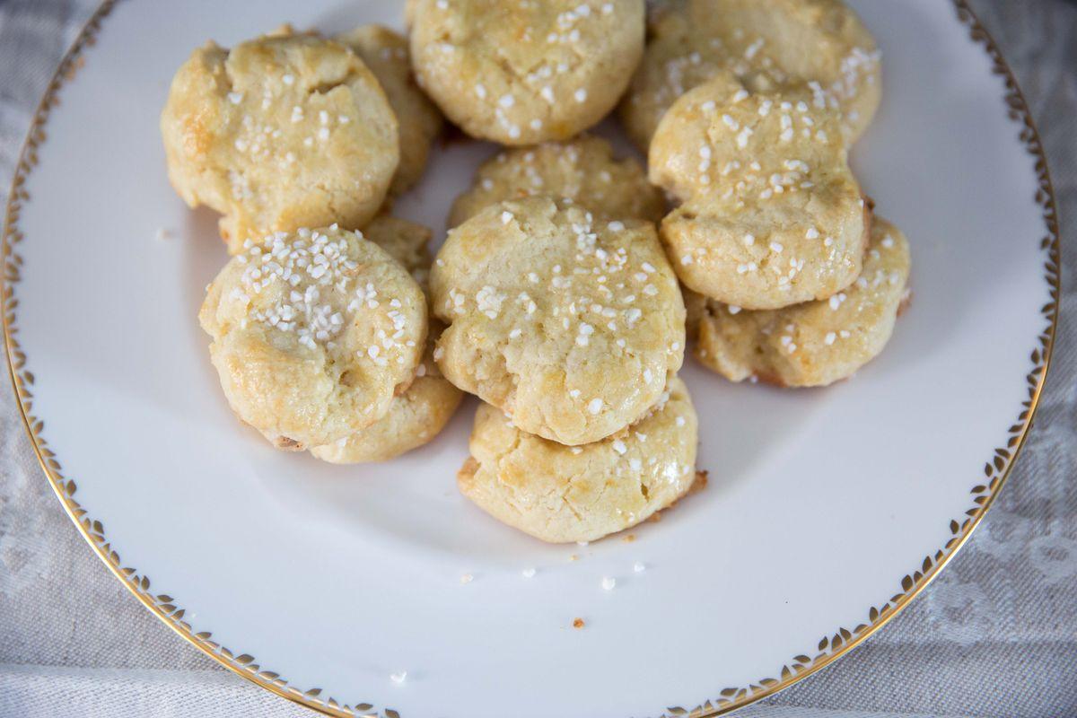 Classic Norwegian Christmas Cookie Recipe (Serinakaker)