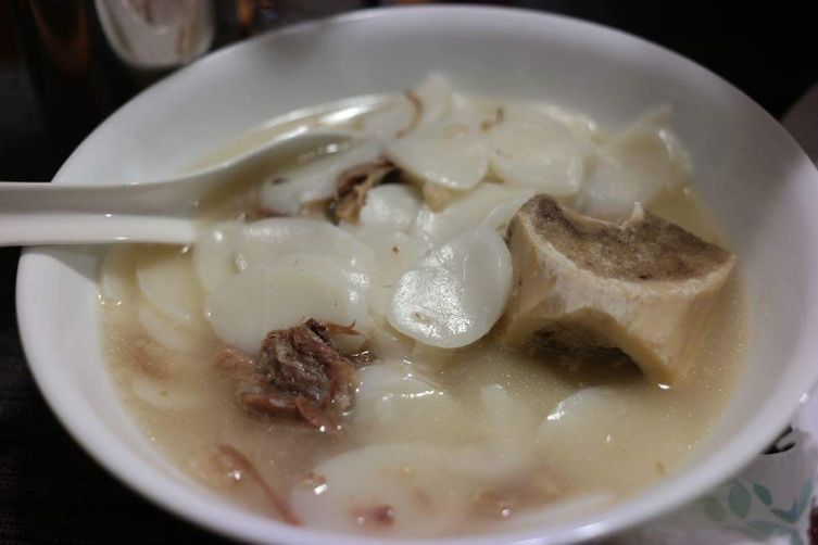 Delicious and Savory Oxtail Soup with Rice Cakes!