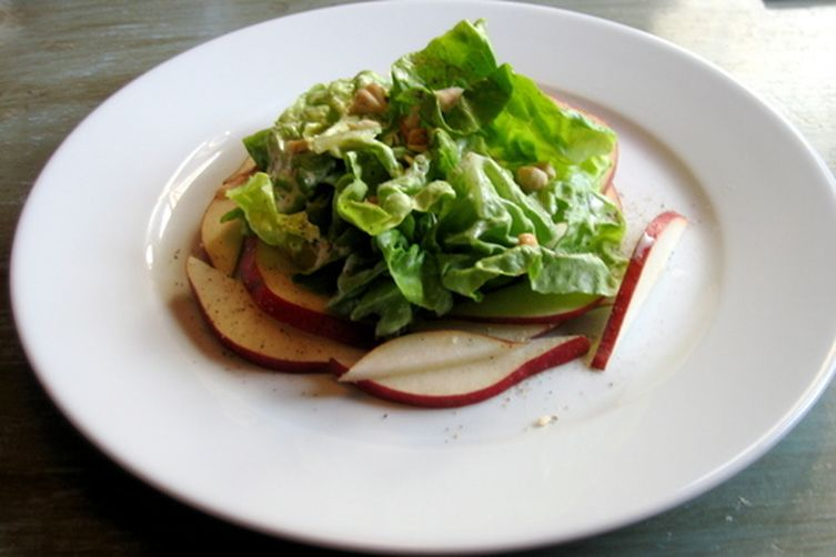 Boston Greens with Tarragon Buttermilk Dressing, Red Pears, and Toasted Hazelnuts