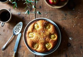 Fae908af 5801 4718 9d42 9645dafebe25  2016 0910 apple hasselback cake james ransom 263