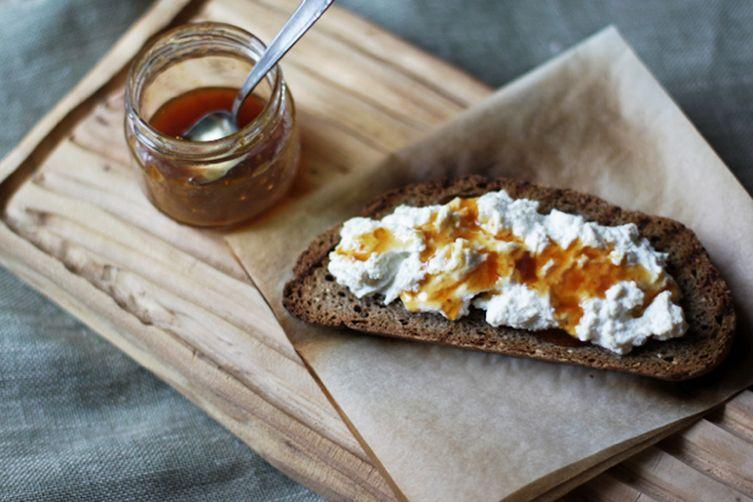 Miele di fichi (fig honey)