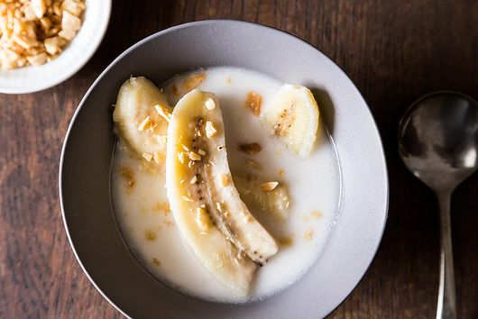 Your Ten-Minute Bowl of Bananas in Coconut Milk