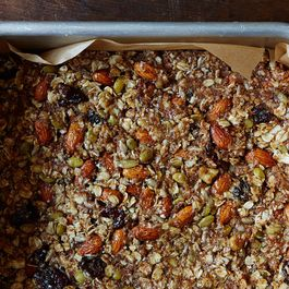 00ce2da7-389b-4796-83d1-2344ee6095ec--easy-granola-bar-recipe_food52_mark_weinberg_14-09-02_0084