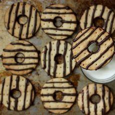0105c08b 9a85 4da9 b030 d002a110c657  diy fudge stripe cookies 14