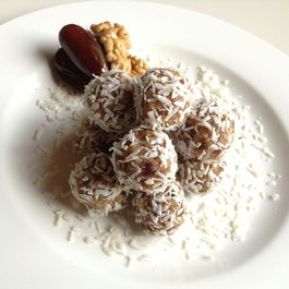 Date & Walnut Snowballs (vegan & refined sugar free)