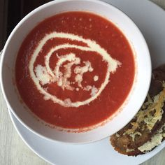 Simplest roasted tomato and garlic soup