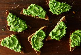 316870a7 989c 401e 8408 417d85ef198f  2015 0421 pea puree on toast 011 1