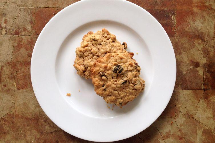 Chewy Crispy Oatmeal Raisin Cookies