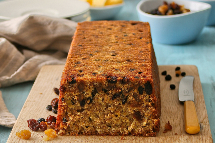 Fruity wholewheat loaf cake