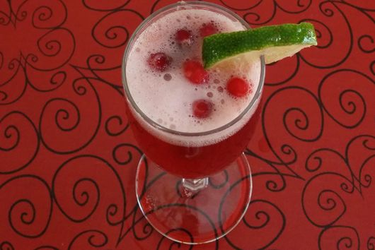 Apple-Cranberry Bellini Mocktail