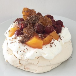 Easy mini Pavlova cake (gluten free)
