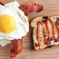 Savory, Sweet, and Spicy Egg Sandwich