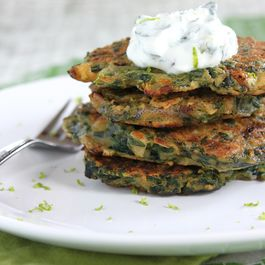 Spinach pancakes with mint-yogurt sauce