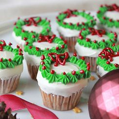 Mini Christmas Wreath Cupcakes