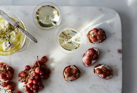 92d732d8 e34a 45a8 9936 7ef392a6c45f  2016 0920 roasted grapes on crostini bobbi lin 6202