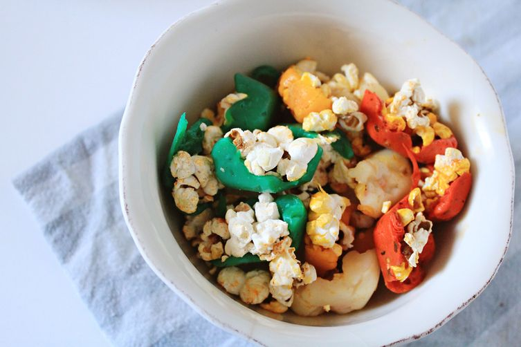 Crunchy Popcorn Mouthfuls covered with Cheese
